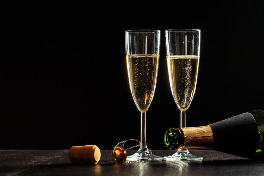 otwieranie szampana