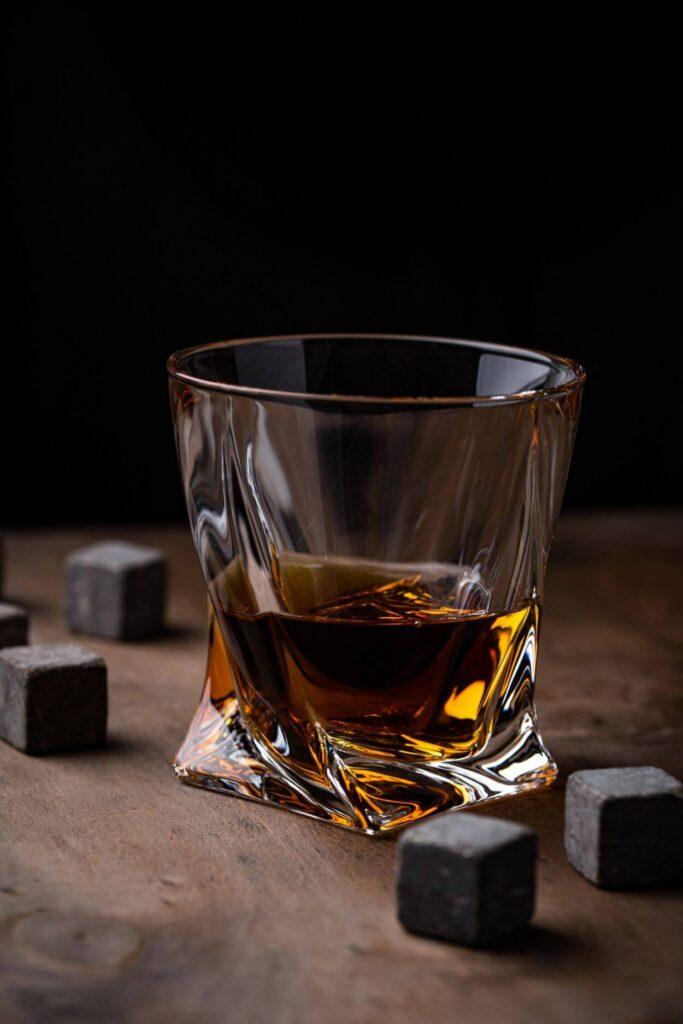 Kamienie do whisky – opinie, które warto poznać