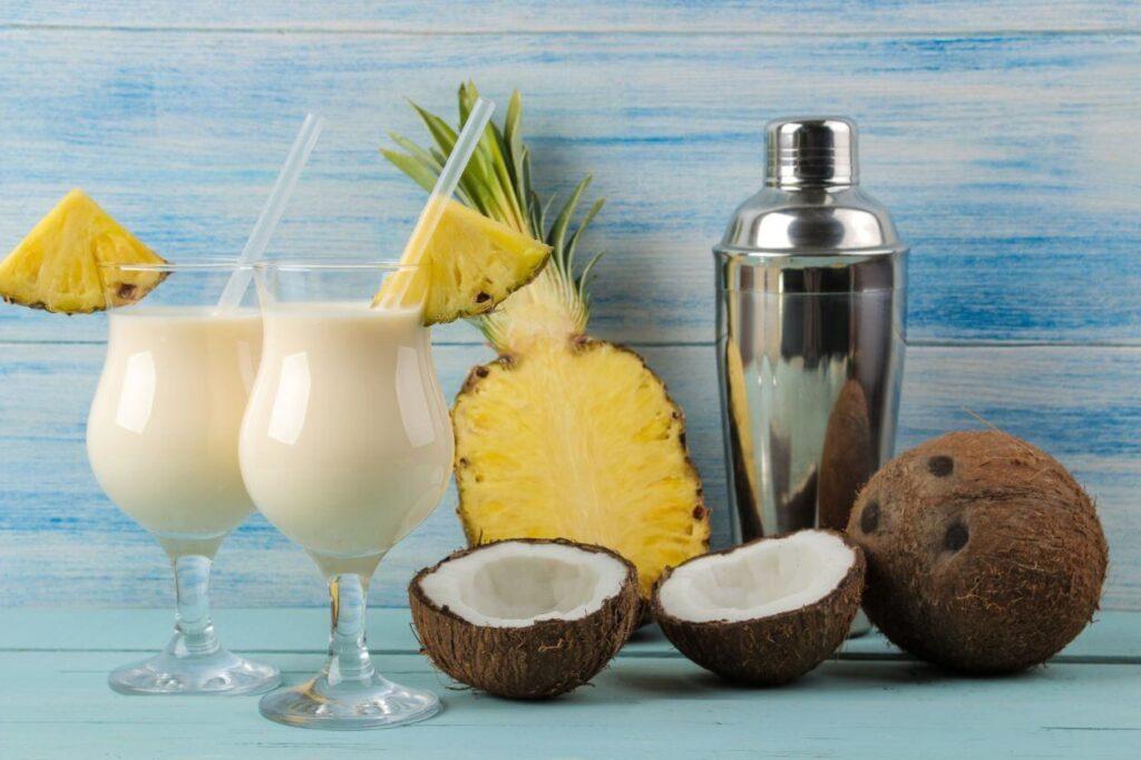 Pina Colada – jak podawać taki napój?