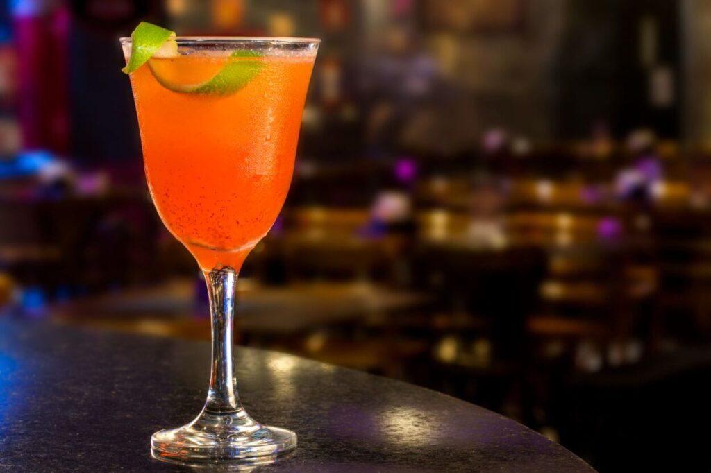 Tequila Sunrise – jak możesz go podać?